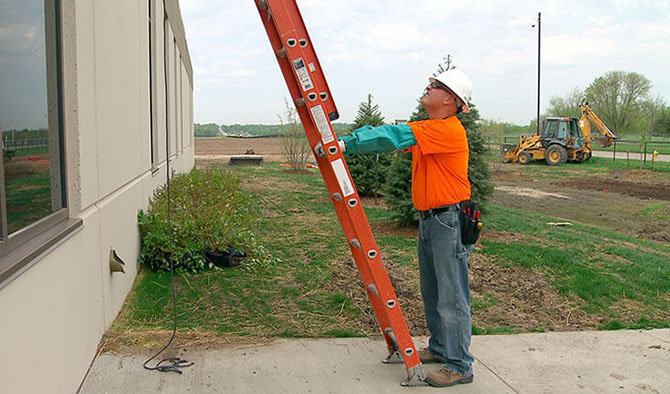 How to Set Up a Ladder